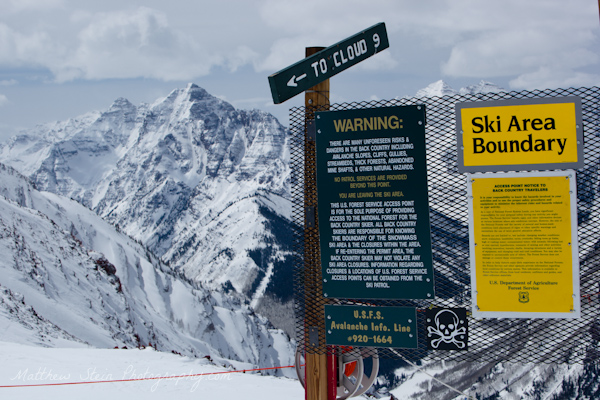Ski boundary area warning signs