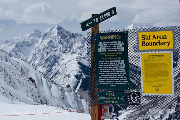 Ski boundary area warning signs